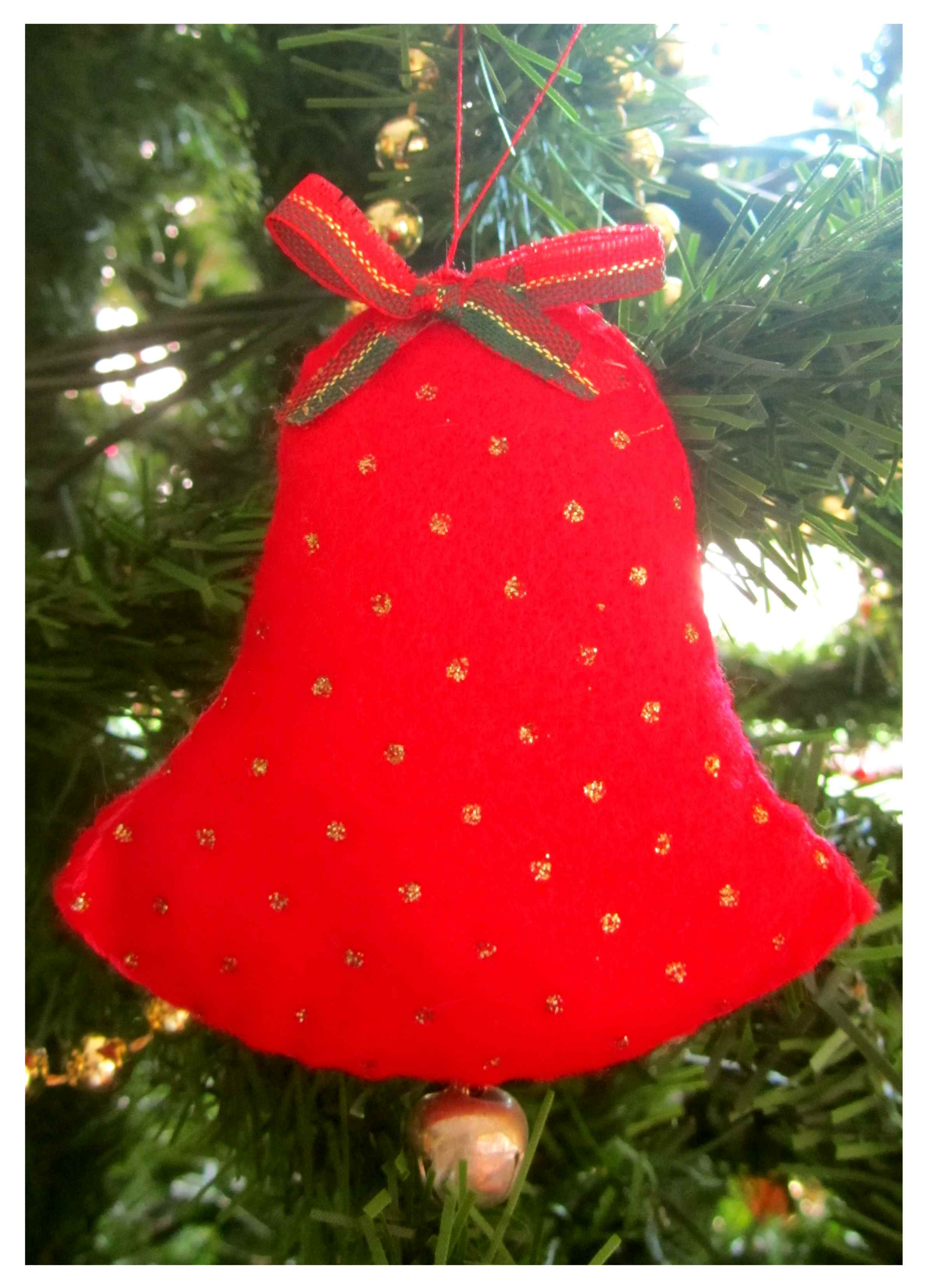 an easy to make christmas bell decoration made with felt printed with gold polka dots - Christmas Tree Bell Decoration
